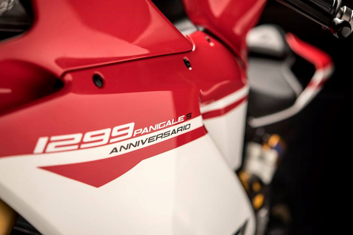 Can canh Ducati 1299 Panigale S Anniversario phien ban dac biet ky niem 90 nam - 6