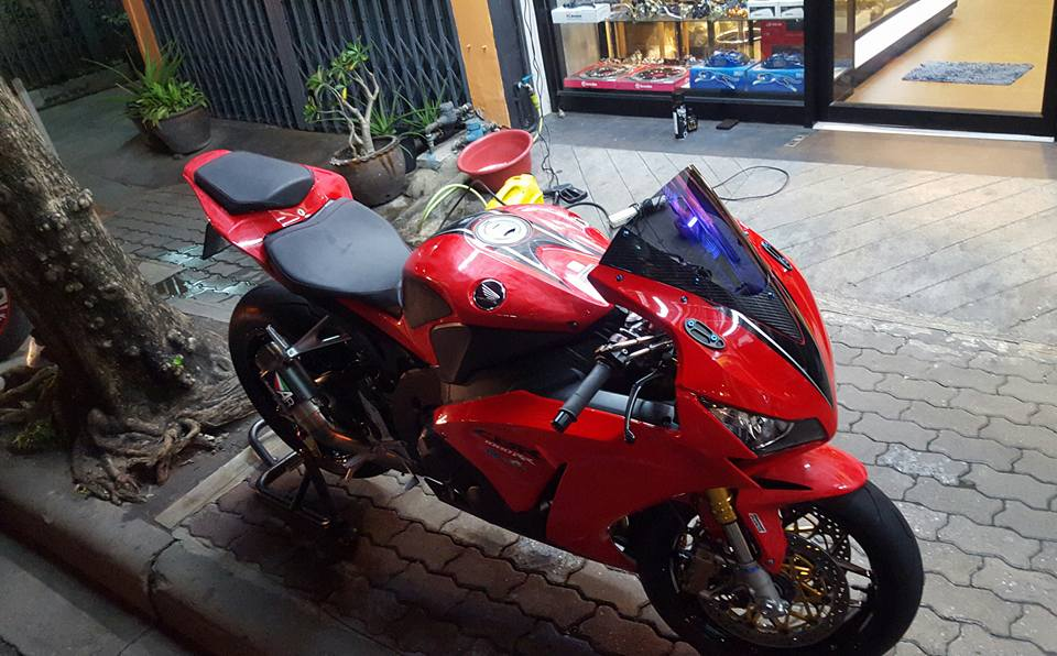 Honda CBR1000RR day tinh te cung dan option hang hieu - 2