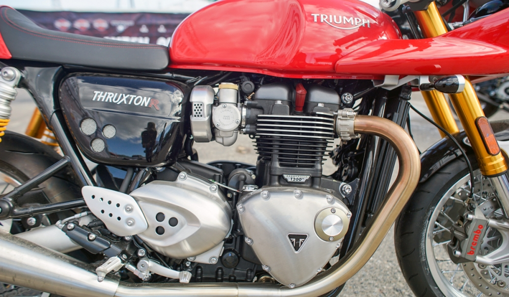 Triumph Thruxton R dam da trong ban do Cafe Racer chinh hang - 8