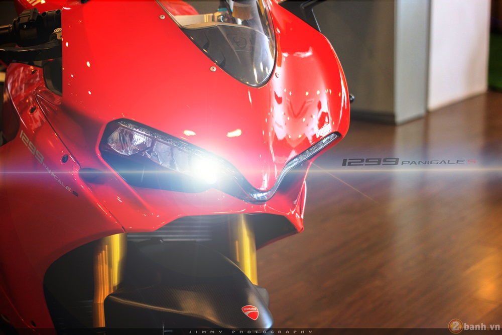 Chan dai Italy 1299 Panigale S chiec Super Sport gon nhe nhat hien nay