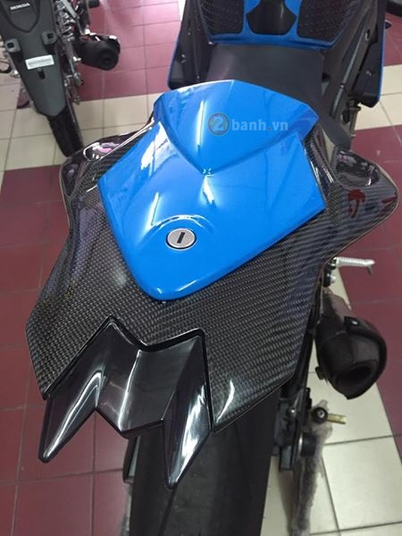 Ca map bien xanh BMW S1000RR do day tinh te cua dan choi Thai - 8