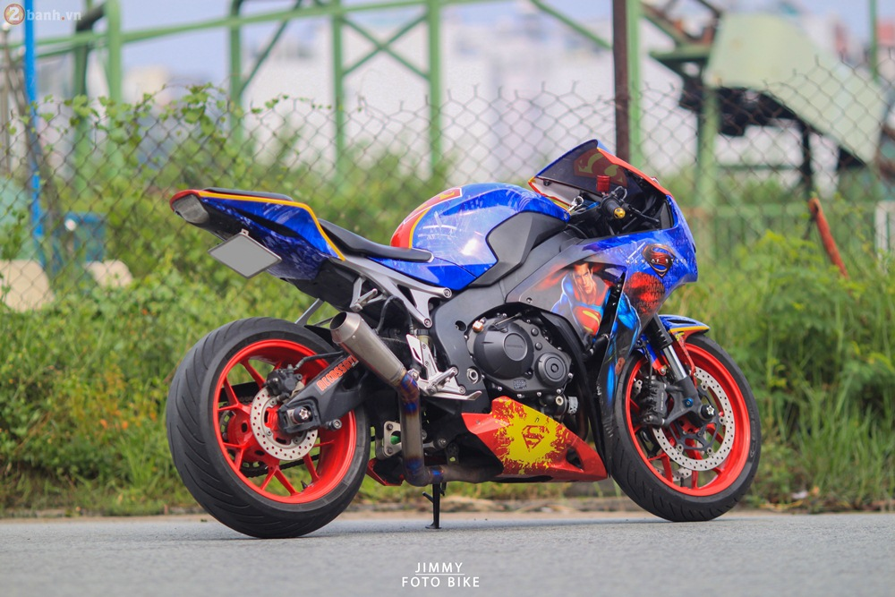 CBR1000RR phien ban Superman man of steel ca tinh tai Sai Gon - 2