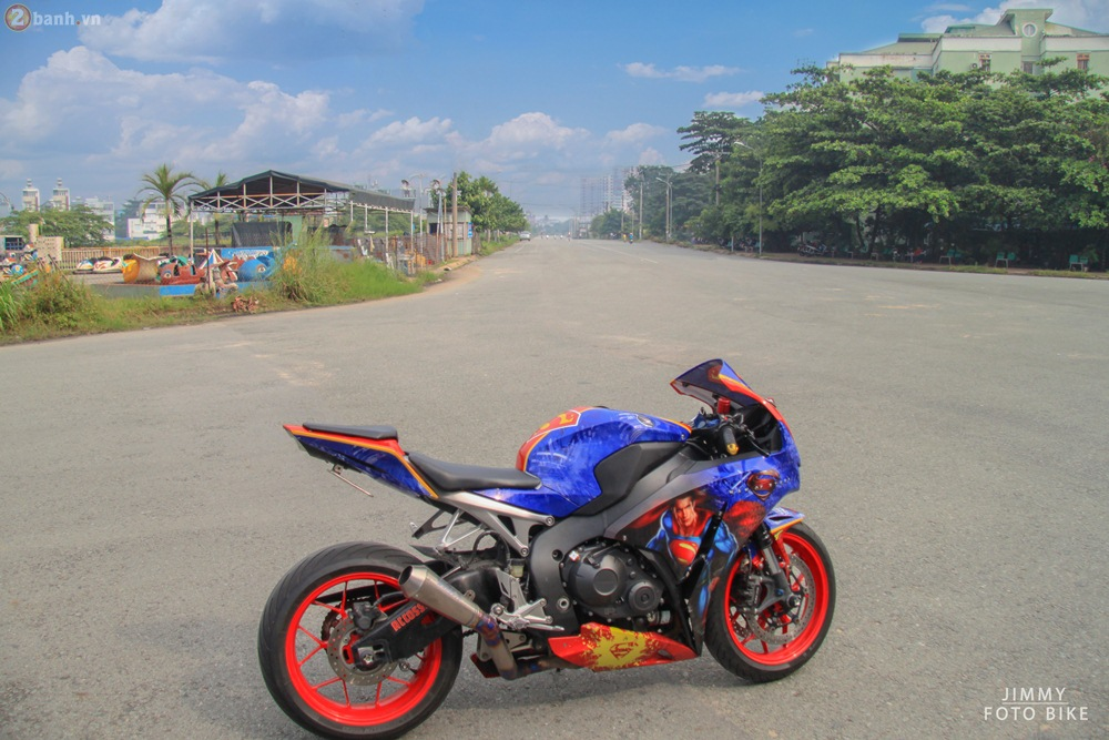 CBR1000RR phien ban Superman man of steel ca tinh tai Sai Gon - 10