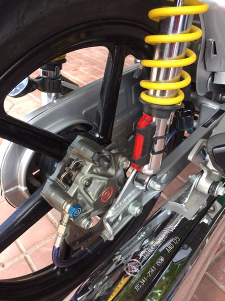 Dream do khung voi cap heo Brembo - 2
