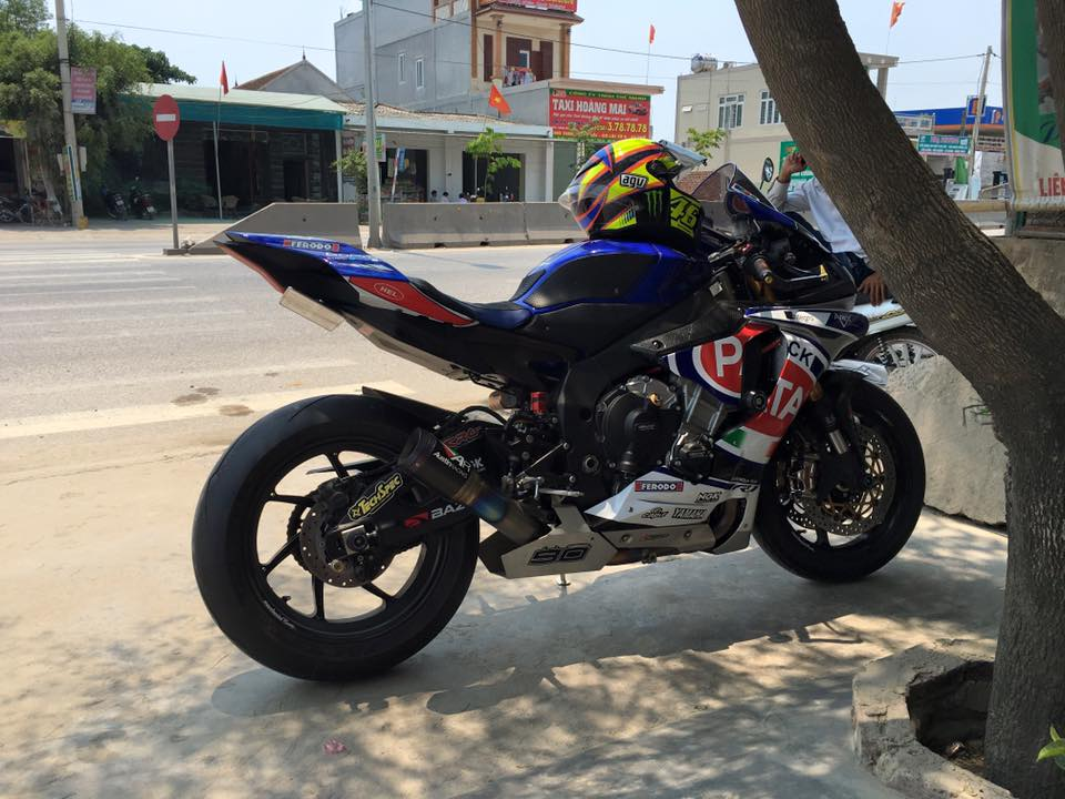 Yamaha R1 phong cach doi dua Pata day do choi - 4