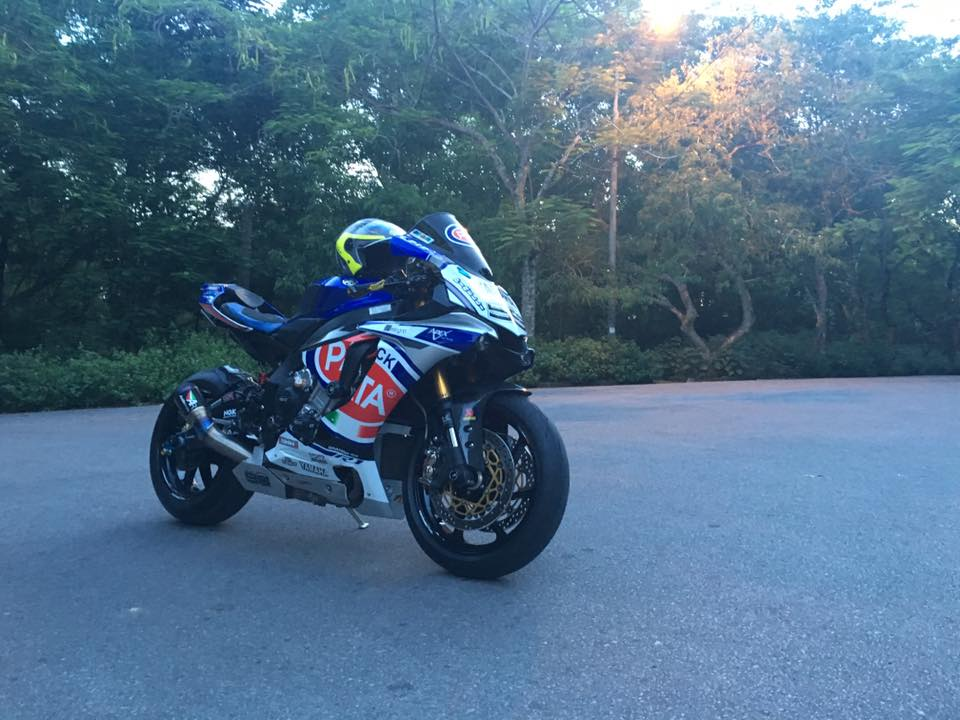 Yamaha R1 phong cach doi dua Pata day do choi - 6
