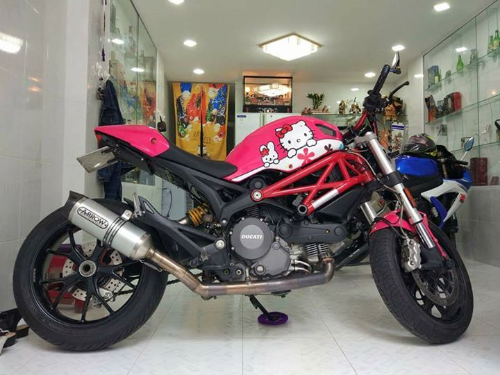 Ducati Monster 796 phong cach Hello Kitty - 6