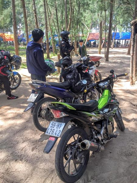 Suzuki Raider 150 mac ao Satria nhap da do trai 66 cung po do - 2