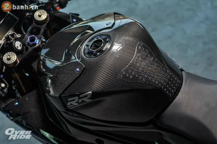 BMW S1000RR sieu chat trong ban do full carbon dat tien - 12