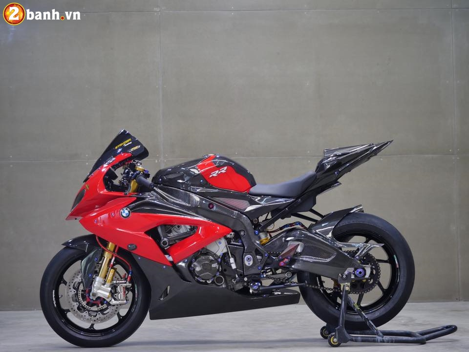BMW S1000RR trong ban do chat den tung chi tiet - 2