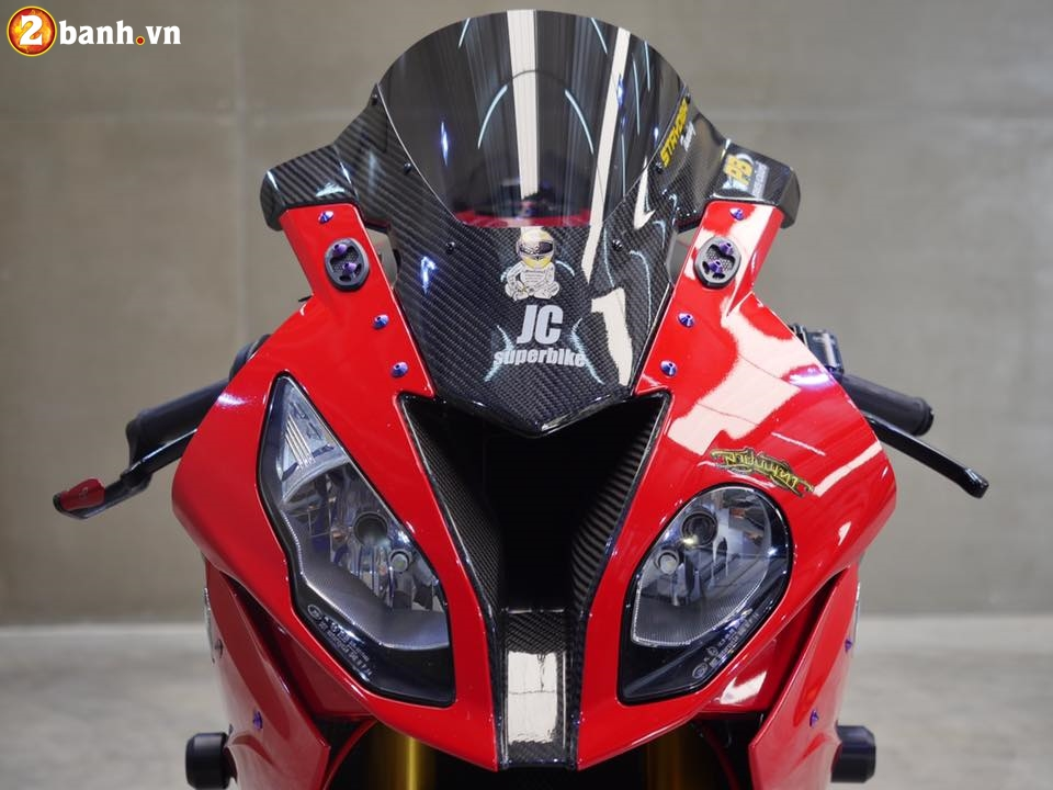 BMW S1000RR trong ban do chat den tung chi tiet - 4