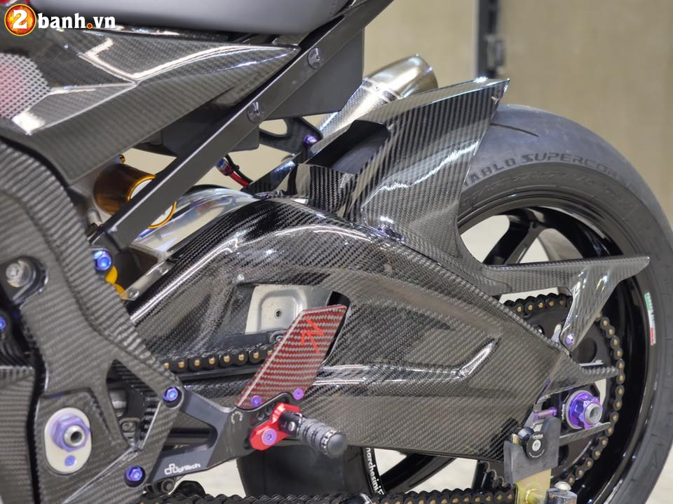 BMW S1000RR trong ban do chat den tung chi tiet - 10