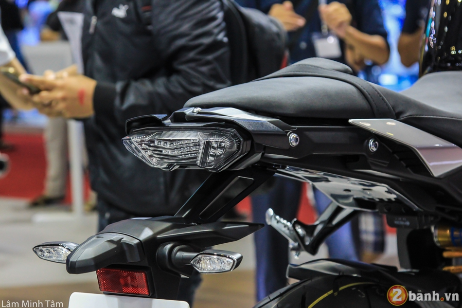 Can canh chi tiet Yamaha MT10 SP 2017 tai VMCS 2017 - 9