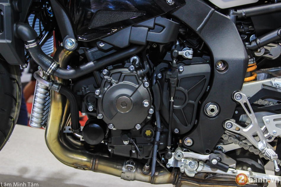 Can canh chi tiet Yamaha MT10 SP 2017 tai VMCS 2017 - 12