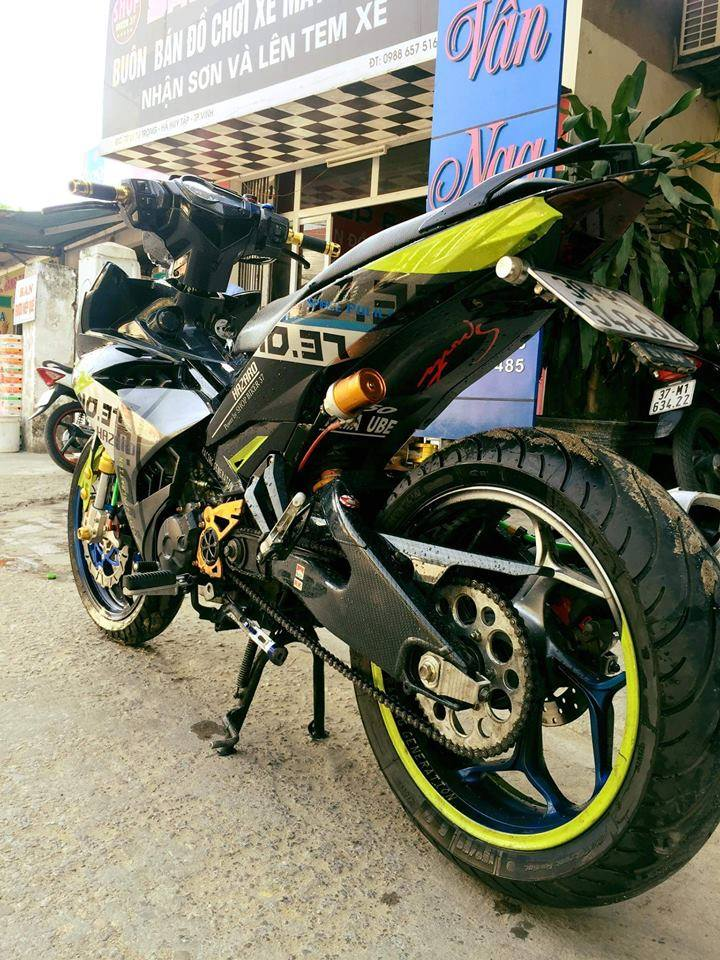 Muon van sac mau tren than the Exciter 150cc voi dan chan bien dang - 7