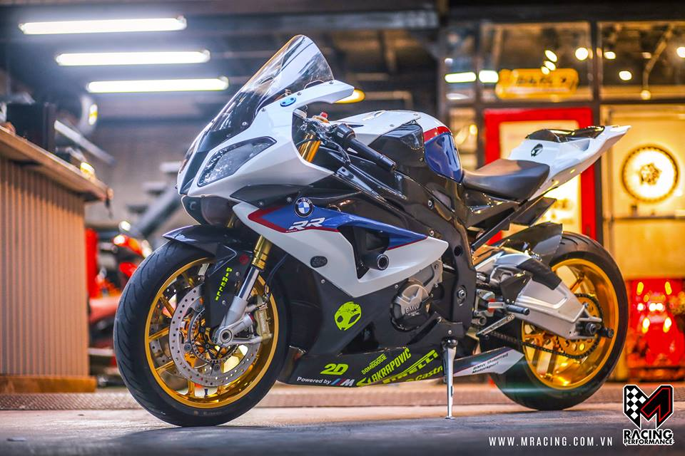 Ca map BMW S1000RR thoat y luc luong duoi gam Garage - 2