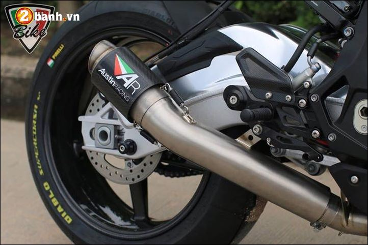 BMW S1000RR ban do bien chat voi dan chan sieu nhe BST Carbon - 8