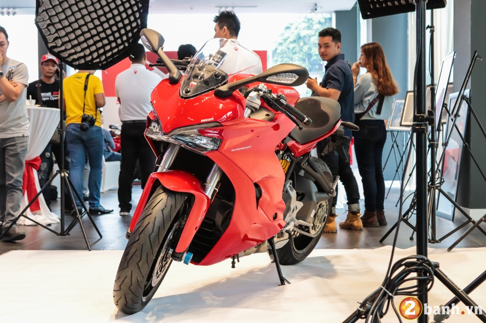 Can canh Ducati SuperSport mau xe mo to the thao thanh thi vo cung an tuong - 2
