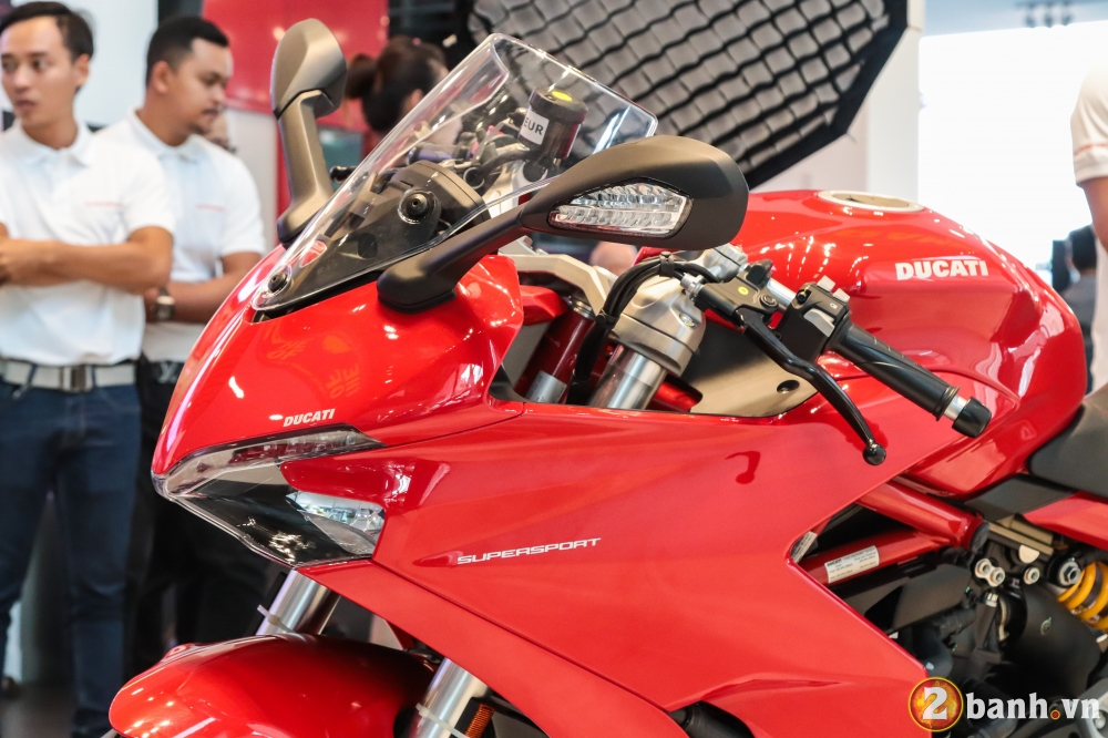 Can canh Ducati SuperSport mau xe mo to the thao thanh thi vo cung an tuong - 4