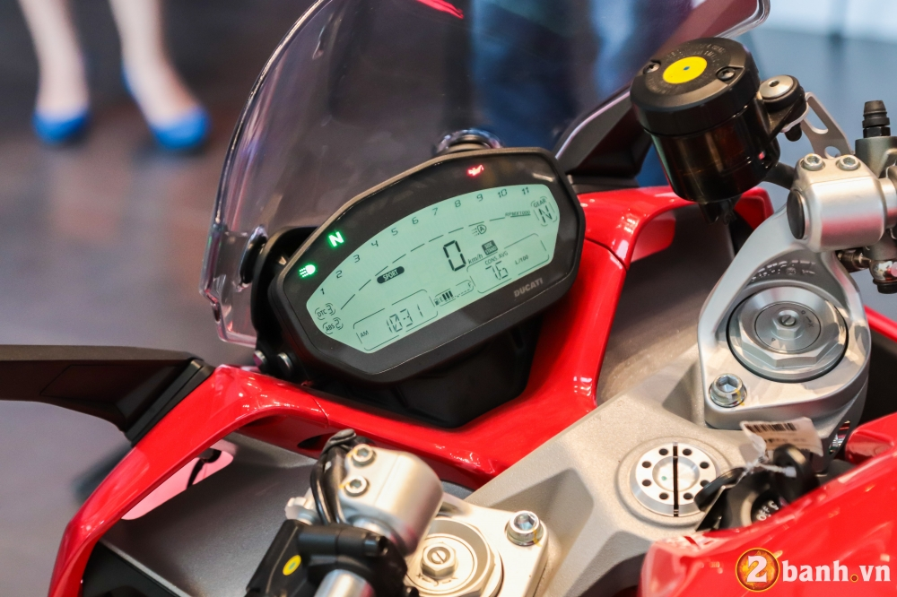 Can canh Ducati SuperSport mau xe mo to the thao thanh thi vo cung an tuong - 10