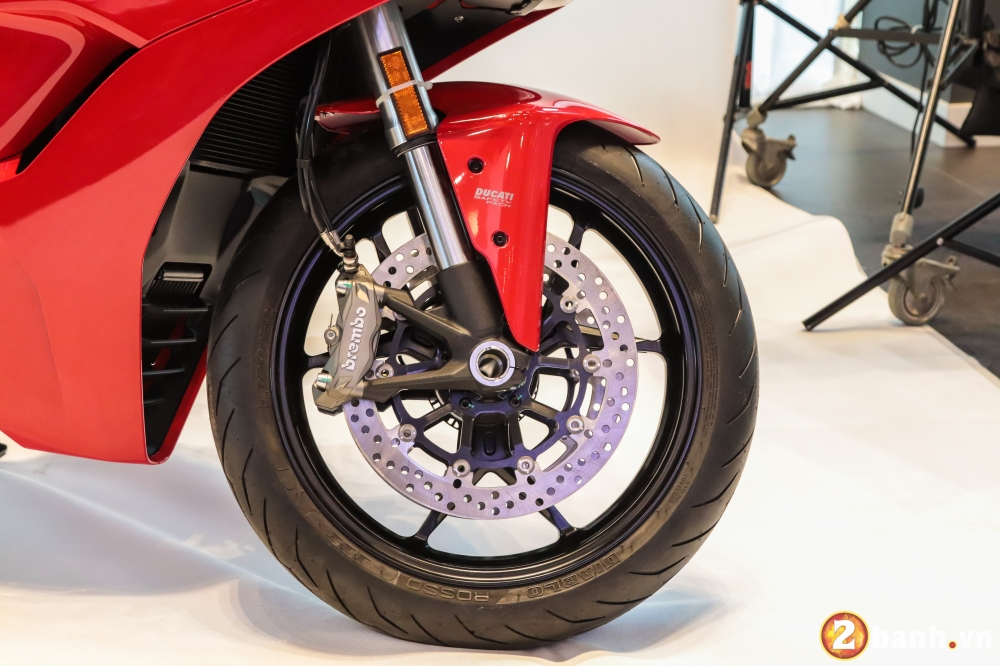 Can canh Ducati SuperSport mau xe mo to the thao thanh thi vo cung an tuong - 14