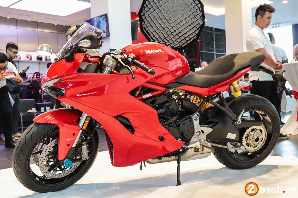 Can canh Ducati SuperSport mau xe mo to the thao thanh thi vo cung an tuong - 16