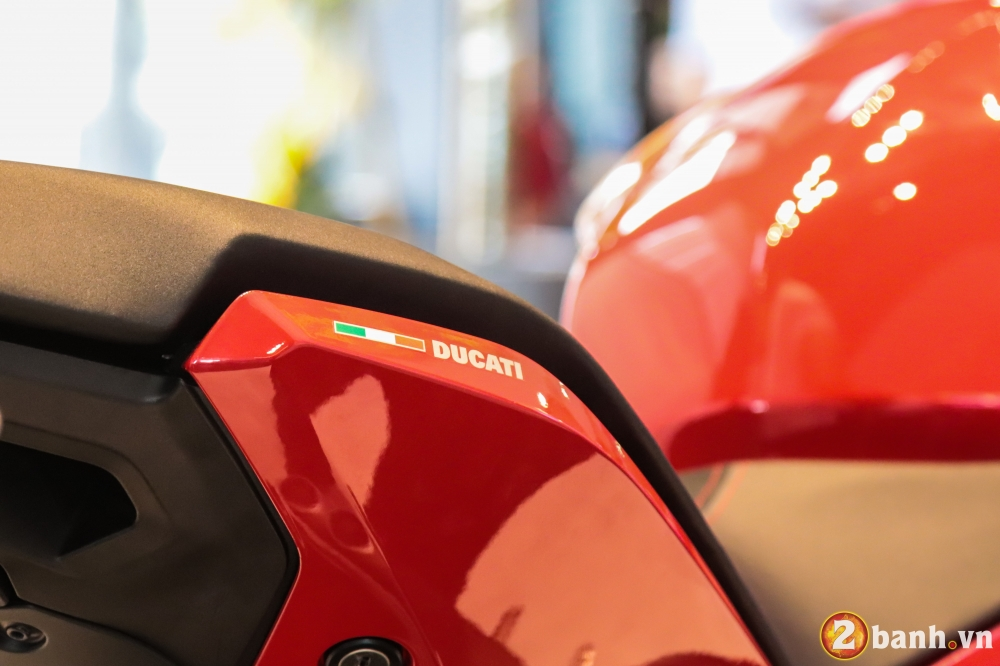 Can canh Ducati SuperSport mau xe mo to the thao thanh thi vo cung an tuong - 28