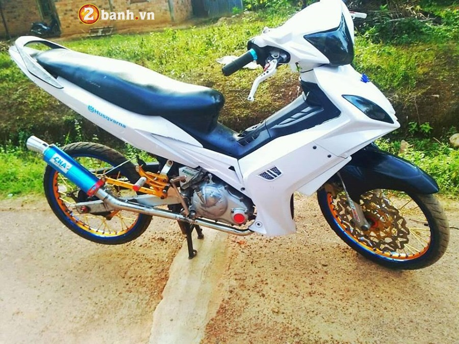 Exciter 135 do phong cach cop day manh me cua Biker Malaysia - 3