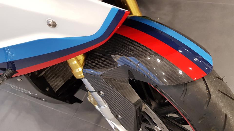 Can canh BMW Motorrad S1000RR 2018 Magny Cours Edition - 8