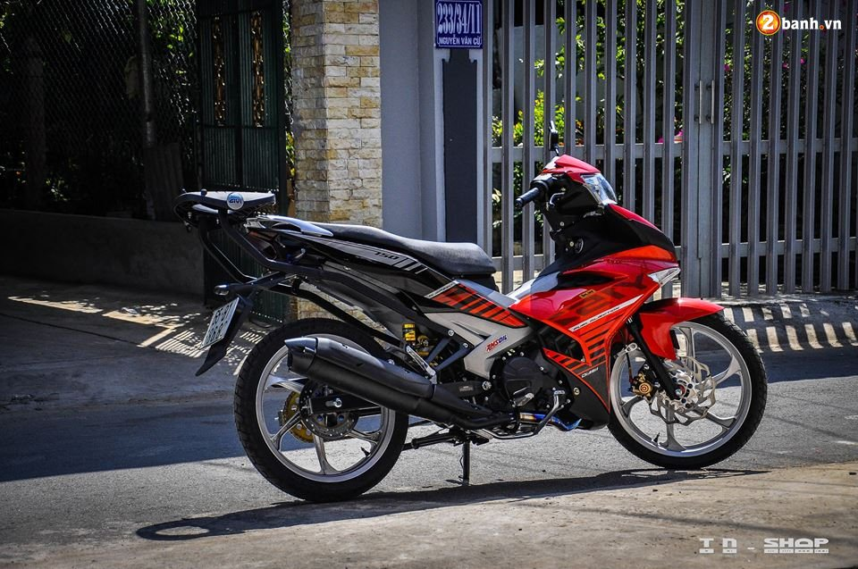 Yamaha Exciter 150 do phong cach Y15ZR voi noi cong toc bien - 11