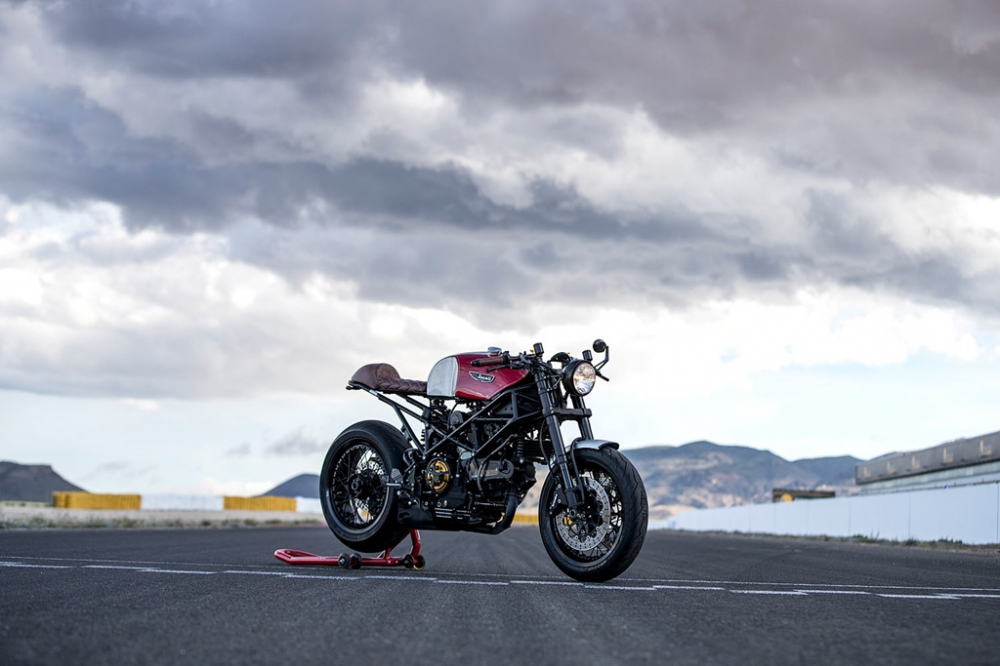 Ducati Monster dep hut hon trong ban do Cafe Racer - 2