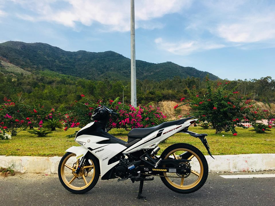 Exciter 150 do nhe nhang khoe dang noi nui rung thien nhien - 7