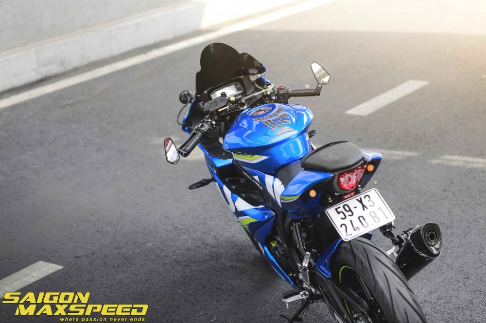 Suzuki GSX R150 do gay an tuong nguoi xem voi option do choi dang cap - 14