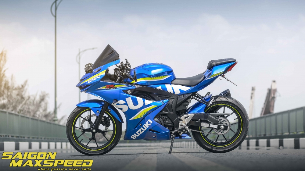 Suzuki GSX R150 do gay an tuong nguoi xem voi option do choi dang cap - 21