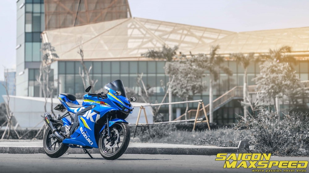 Suzuki GSX R150 do gay an tuong nguoi xem voi option do choi dang cap - 15