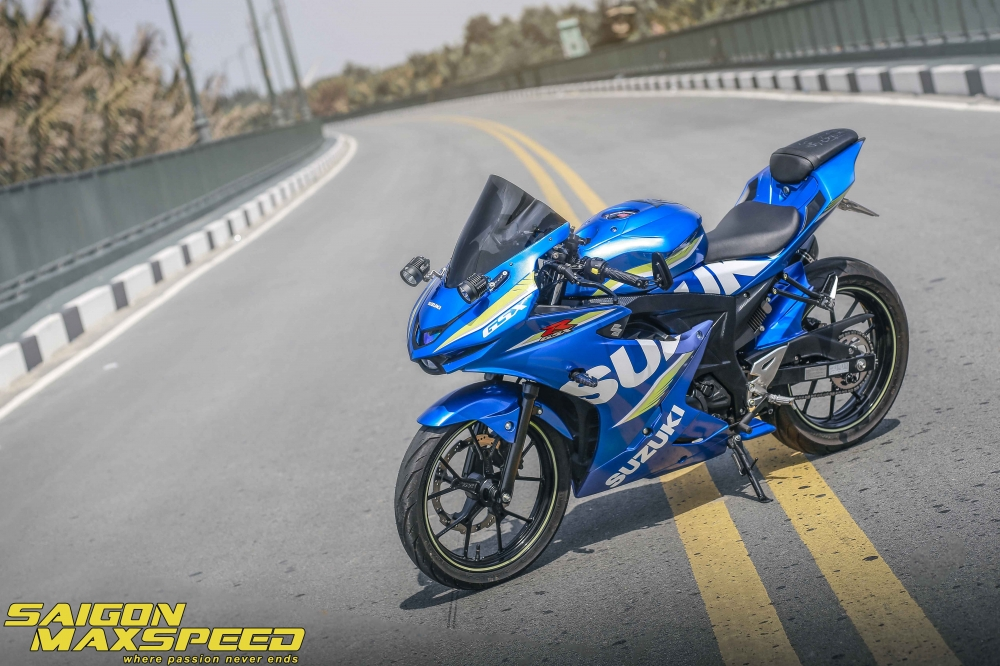 Suzuki GSX R150 do gay an tuong nguoi xem voi option do choi dang cap - 12