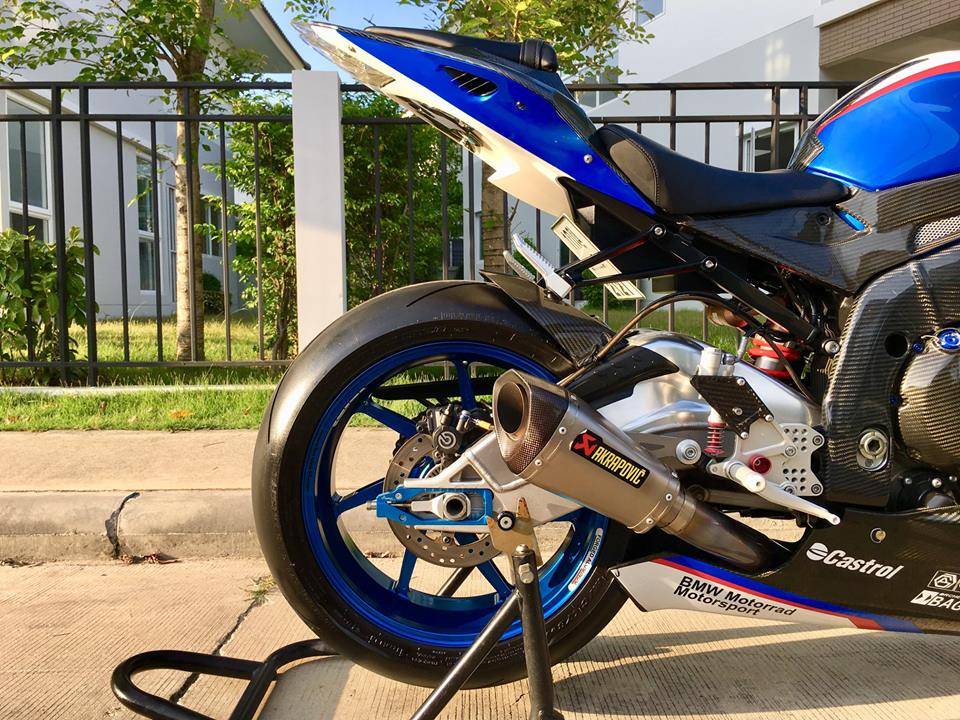 BMW S1000RR do dam chat choi tren dat Thai - 15