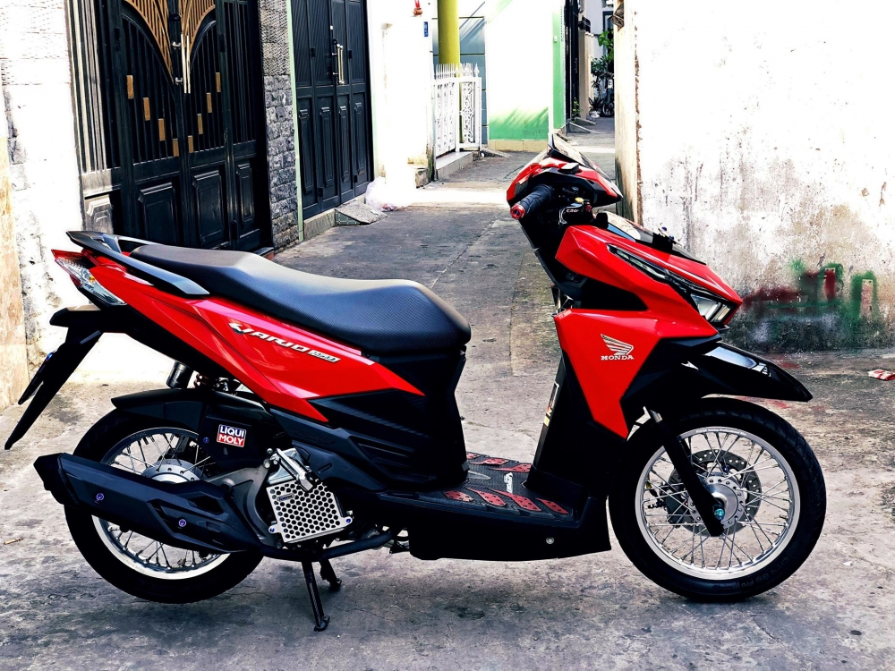 Vario 150 do buoc lot xac ngoan muc voi doi chan chem gio - 3