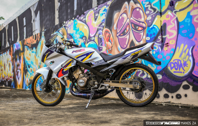 Hut hon voi chiec Kawasaki Kips 150 do gay me qua nen anh son Graffiti - 3