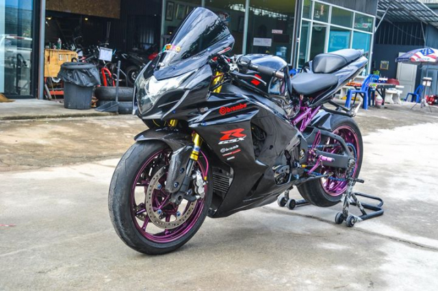 Suzuki GSXR1000 do chat choi voi hinh thai full Black - 3