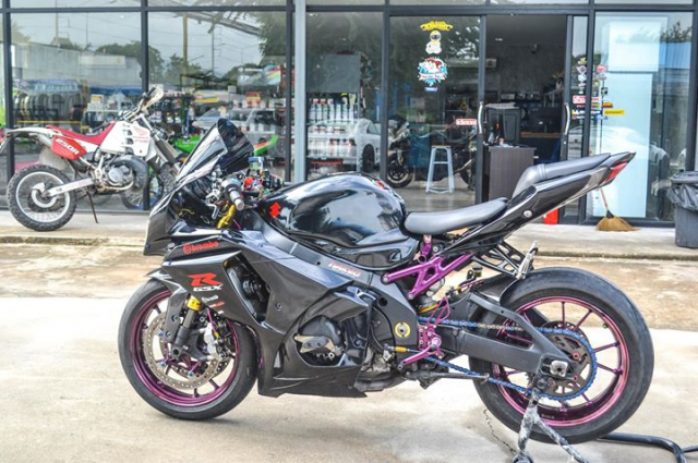 Suzuki GSXR1000 do chat choi voi hinh thai full Black - 7