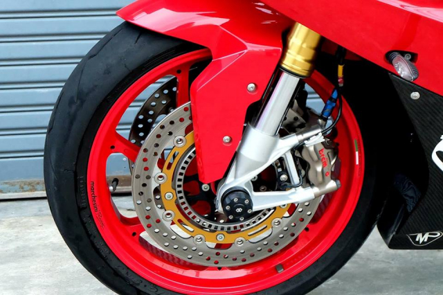 BMW S1000RR Quy du trong bo canh do cuc chat - 8