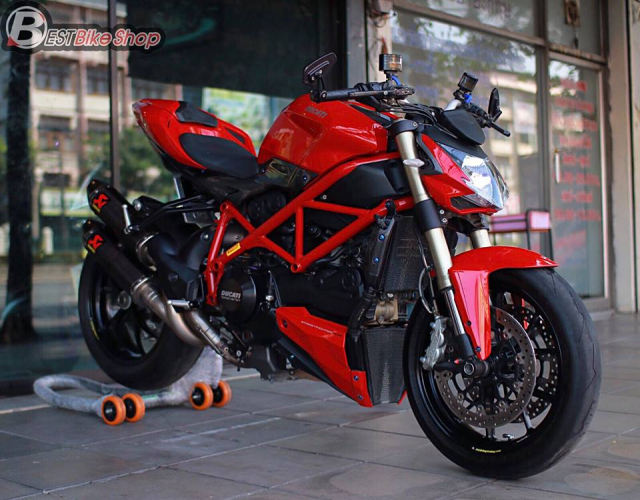 Ducati StreetFighter 848 do chat ngat voi dan option hang hieu - 3