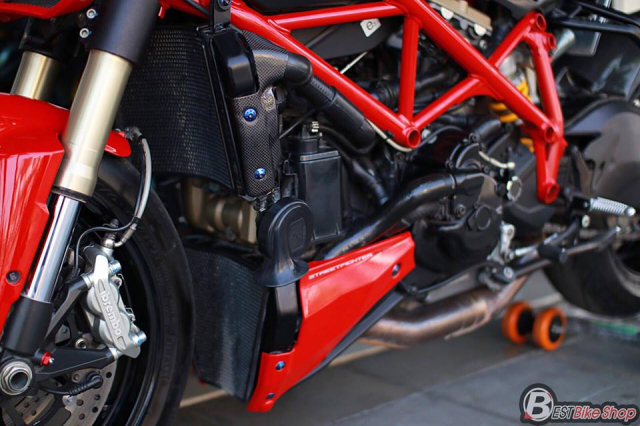 Ducati StreetFighter 848 do chat ngat voi dan option hang hieu - 11