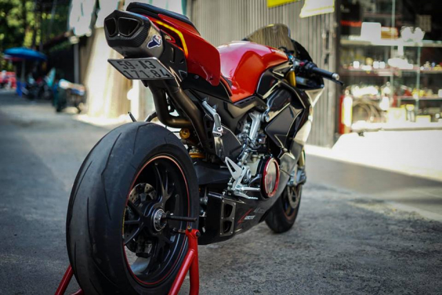 Ducati Panigale V4S do full Carbon ket hop dan do choi hon 300 trieu VND - 9