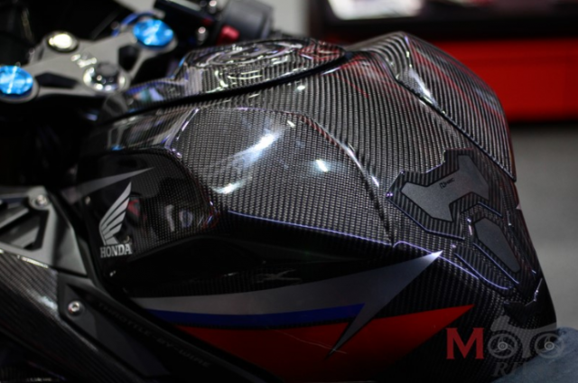 BIMS 2019 CBR250RR H2C Carbon ban do chinh hang cuc dep voi dan ao Carbon - 6