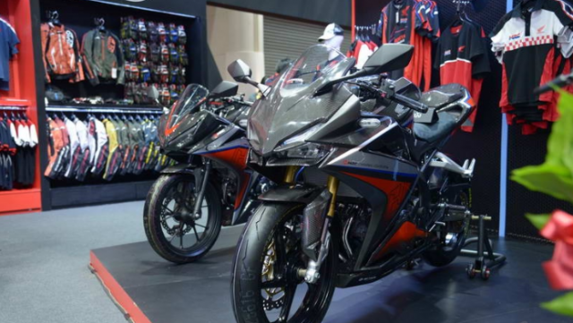 BIMS 2019 CBR250RR H2C Carbon ban do chinh hang cuc dep voi dan ao Carbon - 14