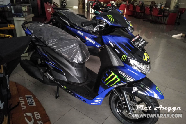 Freego 125 2019 xuat hien voi bo canh Monster Energy tai dai ly - 2