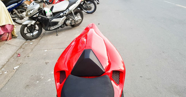 GPX Demon 150 GR do an tuong voi tao hinh y chang Ducati Panigale V4 R - 9