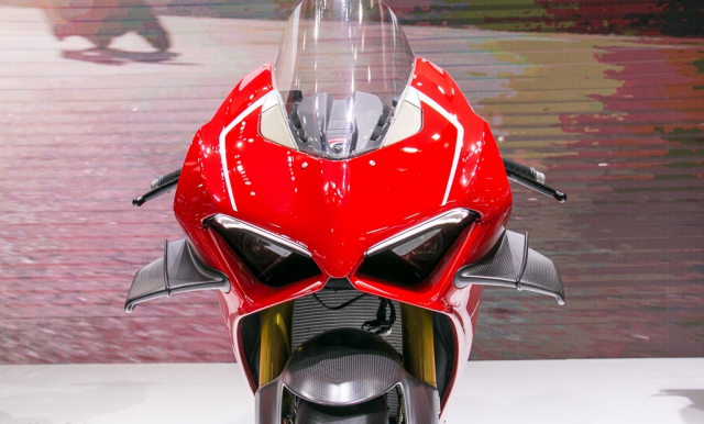 GPX Demon 150 GR do an tuong voi tao hinh y chang Ducati Panigale V4 R - 5